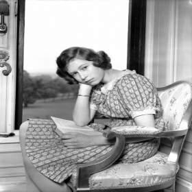 A história do estilo da Rainha Elizabeth através de 90 anos de fotos.