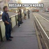 """Como Estacionar um Carro no """"Estilo"""" Chuck Norris"""
