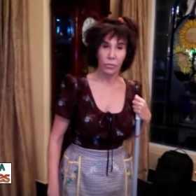 Florinda Meza volta a interpretar a Chimoltrufia; veja o vídeo