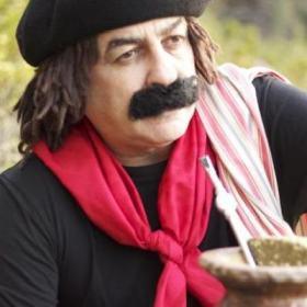 Humorista gaúcho cita criador do personagem Chaves