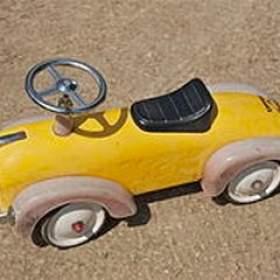 Inventor se especializa em criar carros diferentes