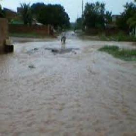 Muita chuva e povo encurralado nas ruas e avenidas