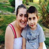 Nunca tive medo, diz mãe que apostou no canabidiol para tratar o filho