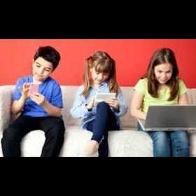 Pesquisa revelou que 82% das crianças e adolescentes acessam a internet pelo celular